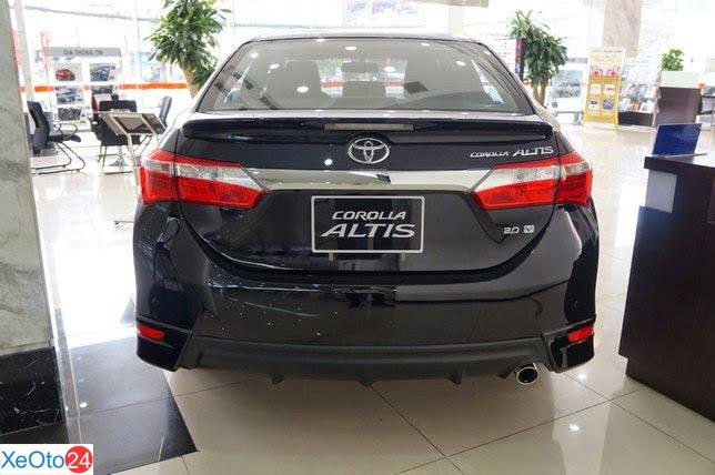 Phần đuôi xe Corolla Altis 2020