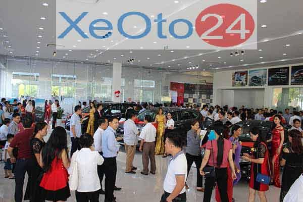 Đại biểu tham quan khu vực trưng bày của Honda ô tô Lào Cai