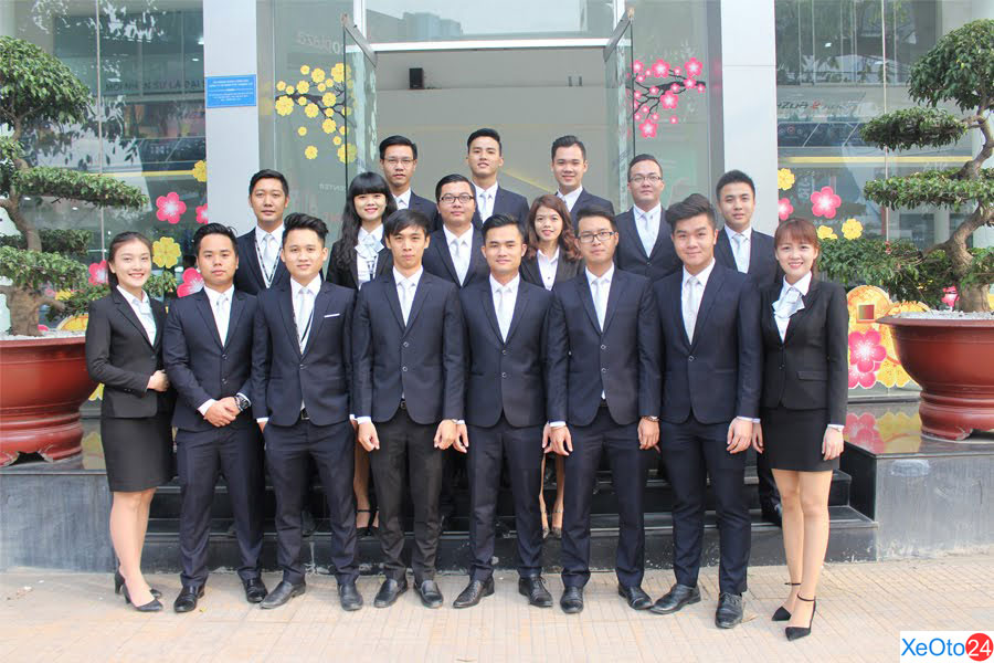 Đội ngũ nhân viênMazda Cộng Hòa