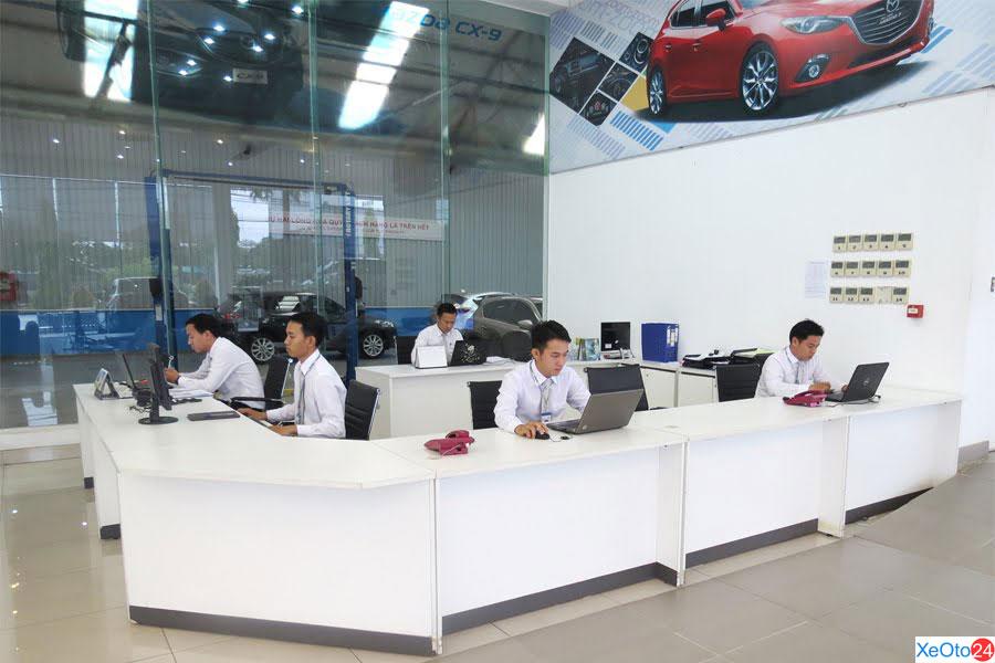 Đội ngũ nhân viên kinh doanh Mazda Biên Hòa