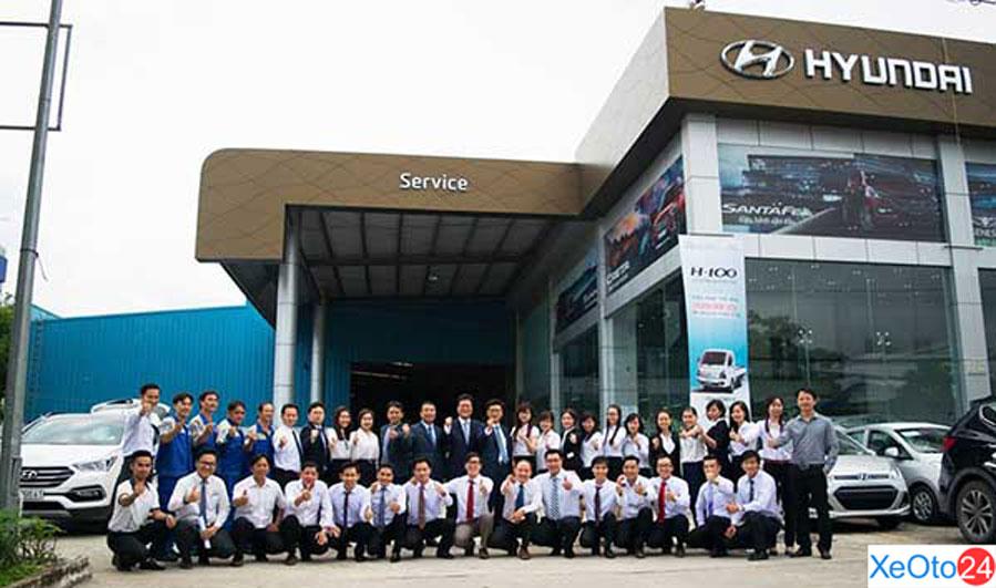 Đội ngũ nhân viên làm việc tại Hyundai Tây Đô