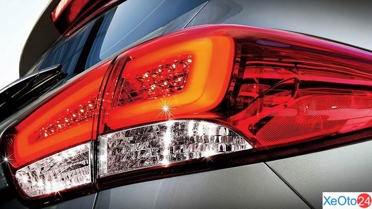 Đèn hậu led của xe Kia Rondo