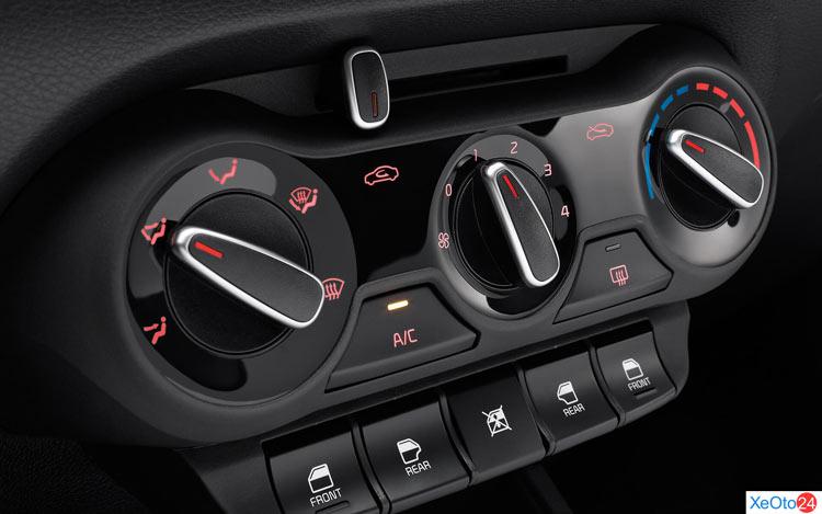 Điều chỉnh ở giữa, cửa kính, điều hòa trên xe Toyota Soluto