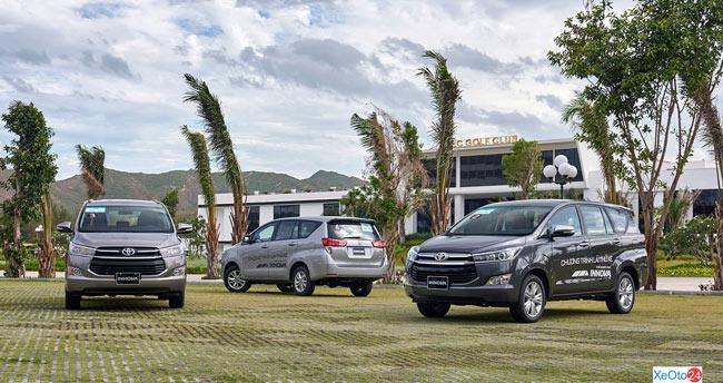Khách hàng lái thử xe của Toyota Bình Định
