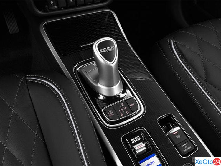 Cần số được trang bị trên xe Mitsubishi Outlander 2020