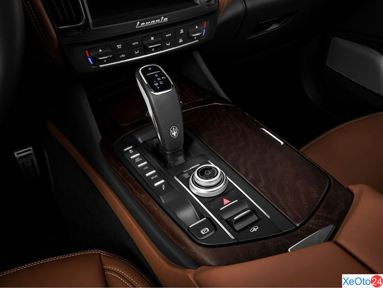 Cần số xe Maserati Levante 2020