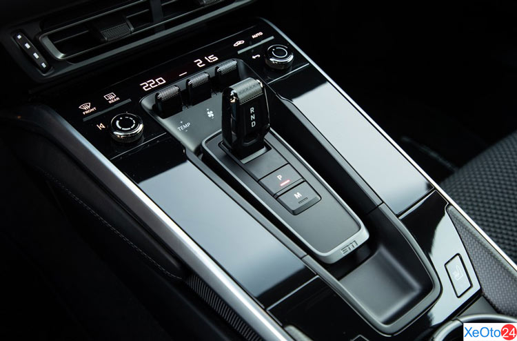 Chất lượng nội thất cao cấp trên xe Porsche 911 2021