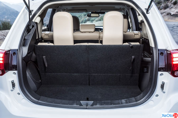 Cốp xe Mitsubishi Outlander 2020