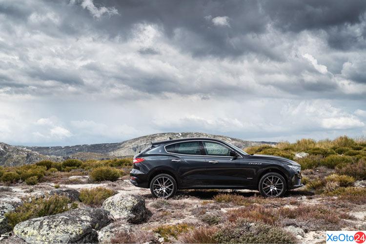 Góc nhìn thân xe Maserati Levante 2020