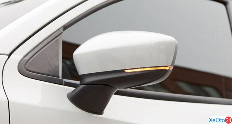 Gương chiếu hậu trên xe Yaris 2021