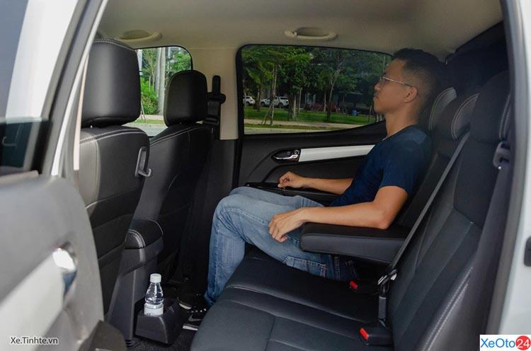 Hàng ghế thứ 2 xe ISUZU D-MAX 2020