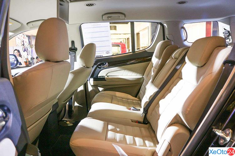 Hàng ghế thứ 2 trên xe ISUZU MU-X 2020