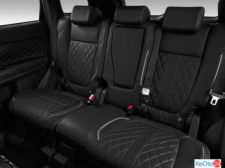 Hàng ghế thứ 2 của xe Mitsubishi Outlander 2020