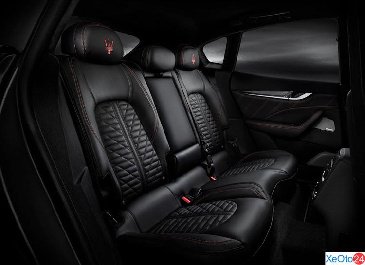 Hàng ghế thứ 2 của xe Maserati Levante 2020