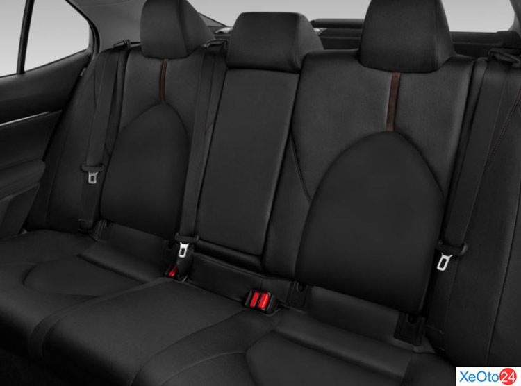 Hàng ghế thứ 2 trên xe Toyota Camry