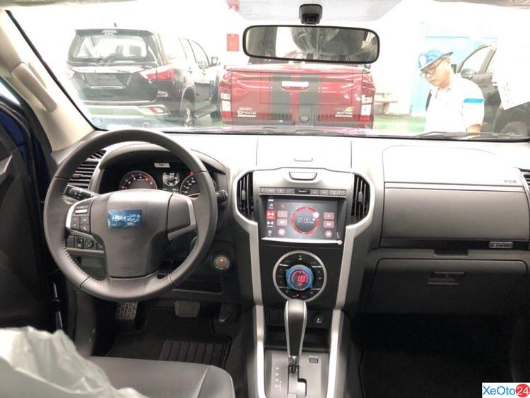 Khoang ghế lái xe ISUZU D-MAX 2020