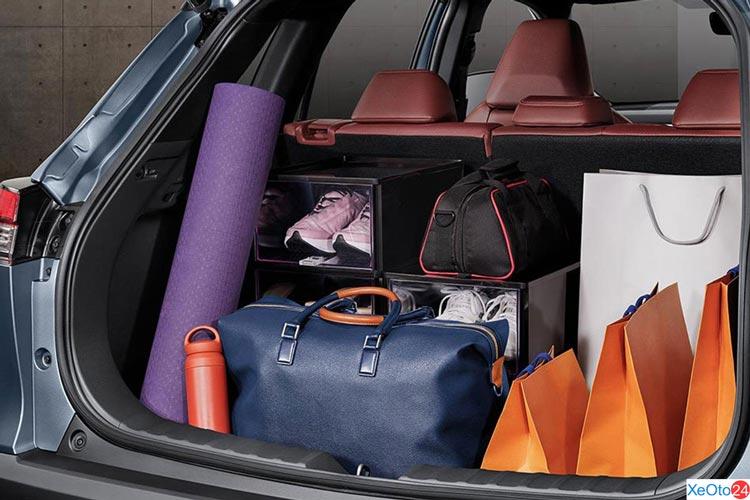 Khoang hành lý trên xe Toyota Corolla Cross