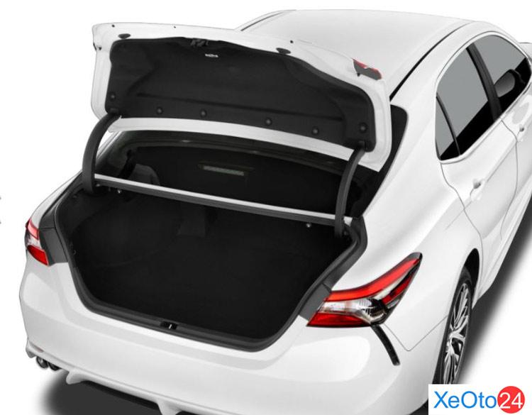 Khoang hành lý của xe Toyota Camry 2021