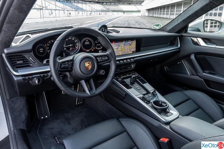 Khoang lái của xe Porsche 911 2021
