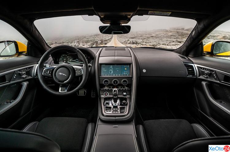 Khoang lái xe Jaguar F-Type 2021