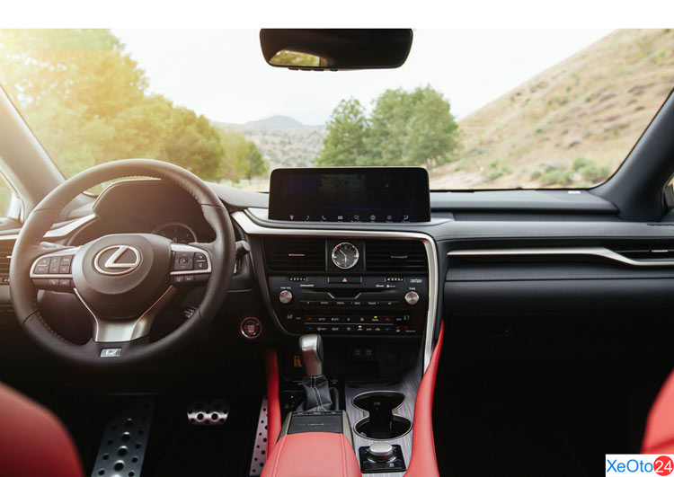 Khoang lái xe Lexus RX350
