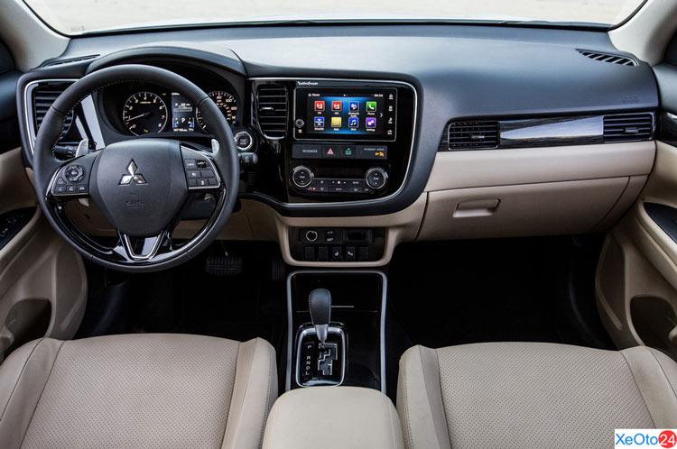Khoang lái xe Mitsubishi Outlander 2020