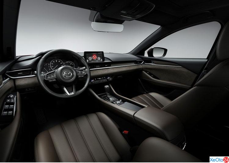 Không gian hàng ghế trước xe Mazda 6 2020