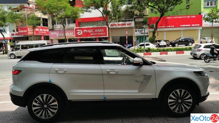 Phần thân xe Zotye Z8 như một chiếc Range Rover