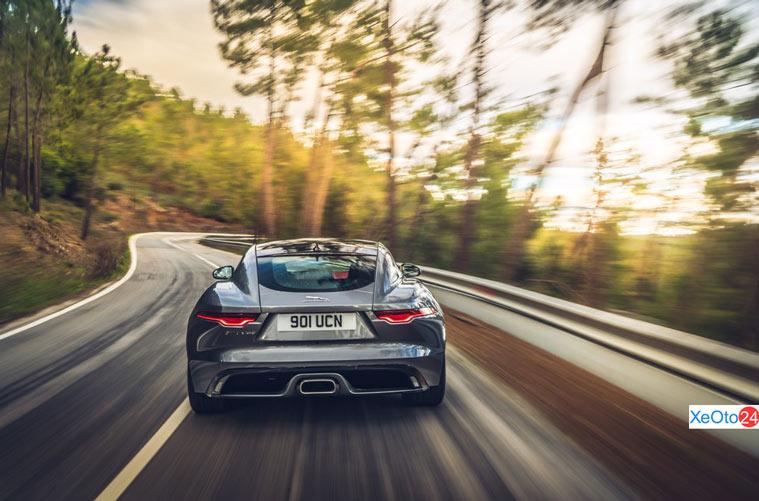 Phía đuôi xe Jaguar F-Type