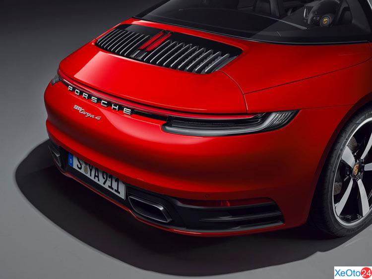 Phía sau xe Porsche 911 2021