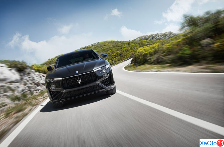Phía trước xe Maserati Levante 2020