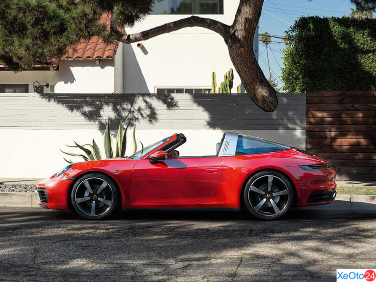 Phần thân xe Porsche 911 2021