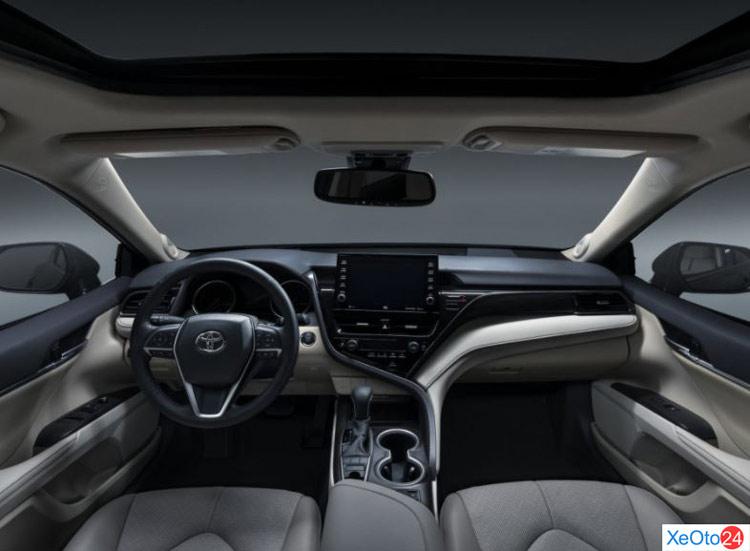 Tổng quan nội thất hàng ghế lái trên xe Camry 2021