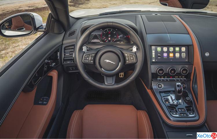 Vô lăng của xe Jaguar