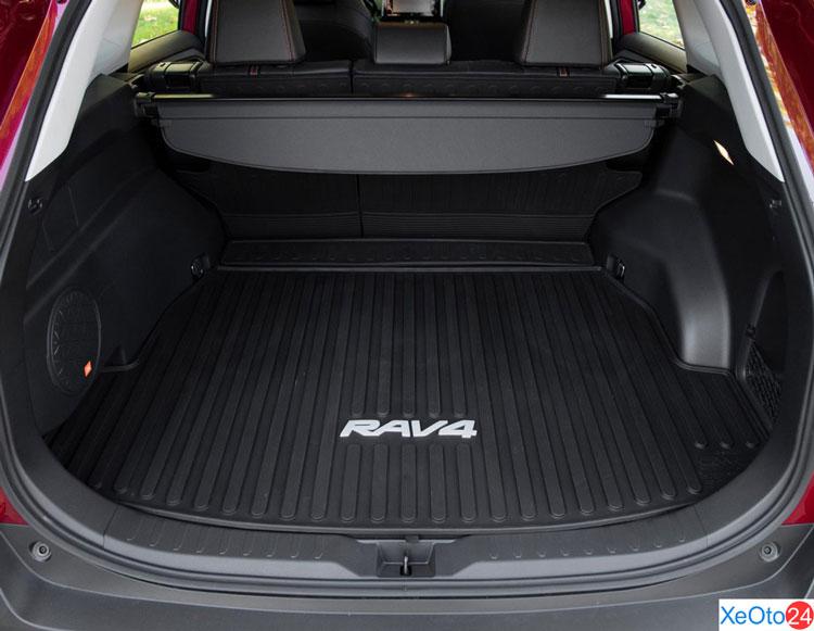 Cốp xe Toyota RAV4 2021