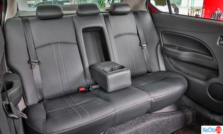 Hàng ghế thứ 2 trên xe Mitsubishi Attrange 2020