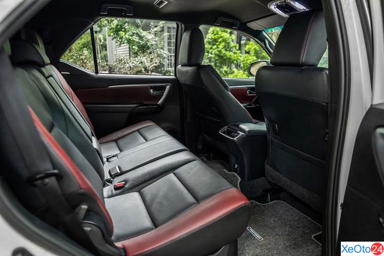 Khoang hành khách của xe Toyota Fortuner 2021