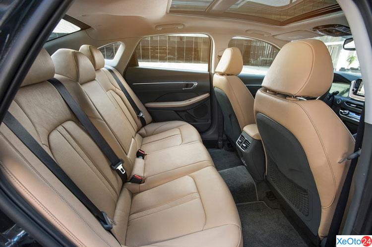 Khoang hành khách xe Huyndai Sonata 2021