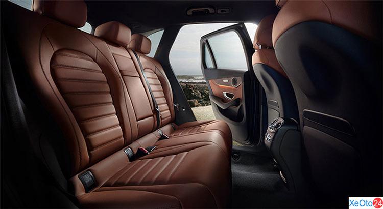 Khoang hành khách xe Mercedes GLC 250 2020
