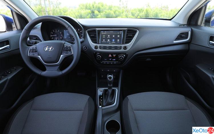 Khoang lái xe Huyndai Accent 2021