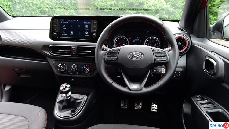 Khoang lái xe Hyundai Grand i10 2021