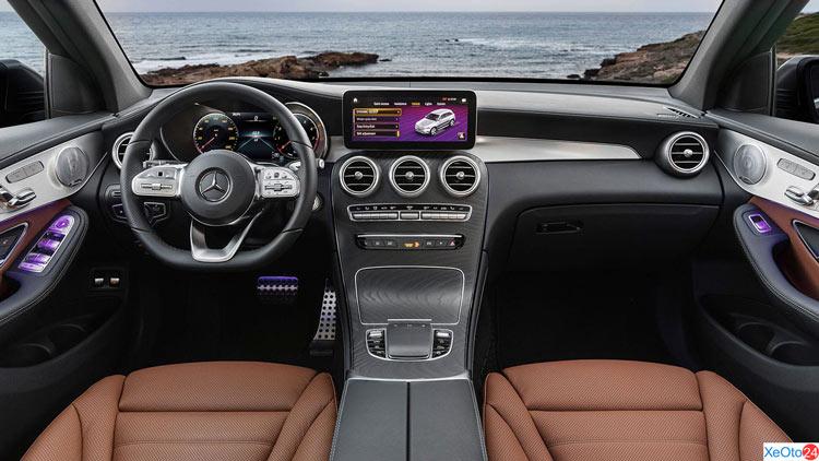 Khoang lái xe Mercedes GLC 250 2020