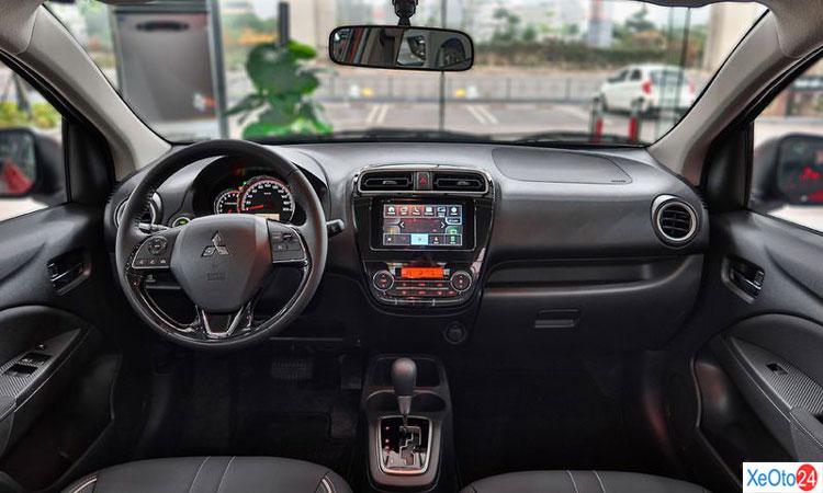 Khoang lái xe Mitsubishi Attrange 2020