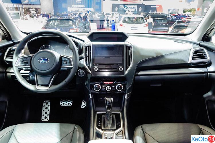 Khoang lái xe Subaru Forester 2.0i-S EyeSight