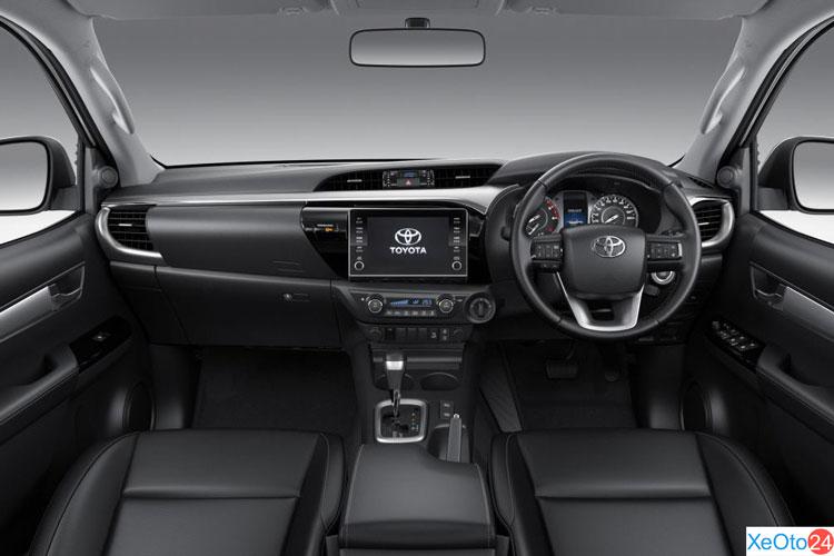Khoang lái xe Toyota Hilux 2021