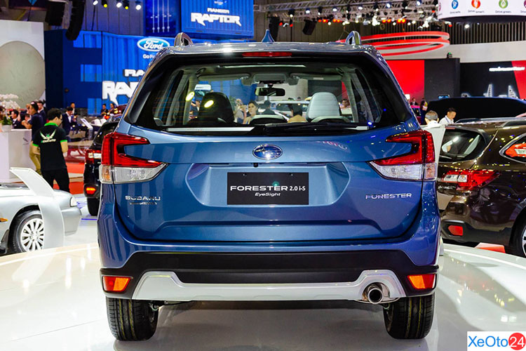 Phần đuôi xe Subaru Forester 2021