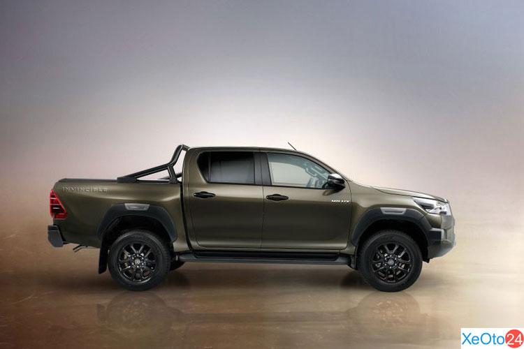 Phần thân xe Toyota Hilux 2021