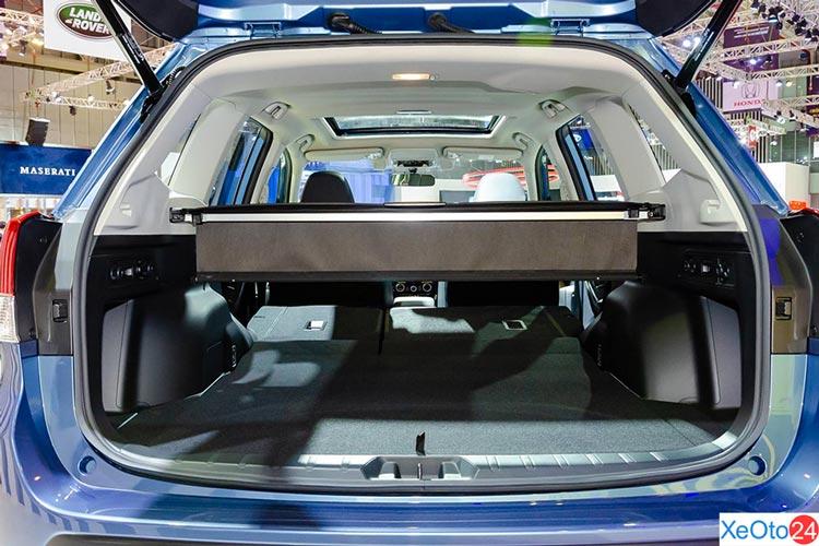 Phần cốp xe Subaru Forester 2.0i