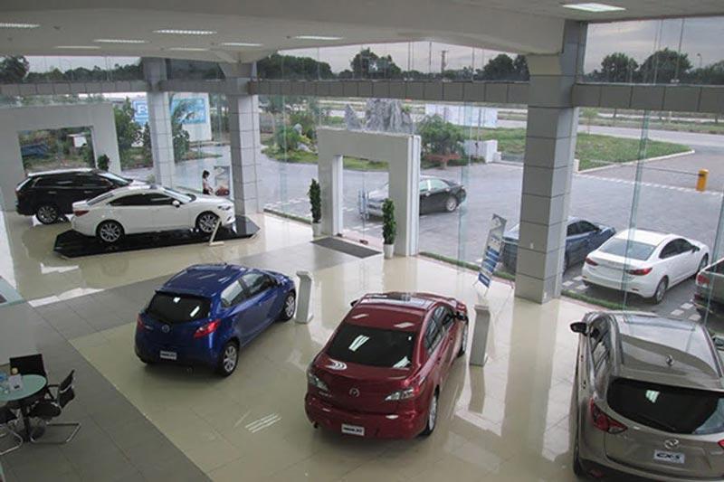 Toàn cảnh phòng trưng bày xe ô tô tại đại lý Mazda phường Đông Hải