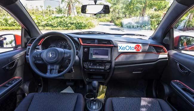 Khoang lái xe Honda Brio 2021